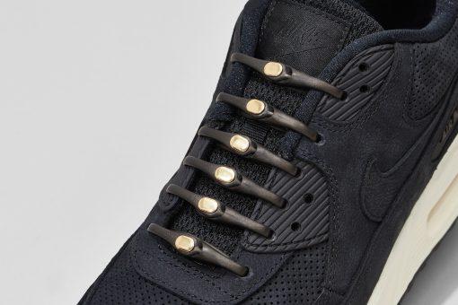 PH2AH_METAL_007_BlackGold_Shoes_CloseUp_lo