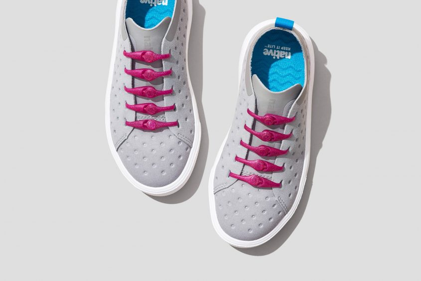 03-PK2AS_Solid682_GlitterPink_WhiteShoes1_lo